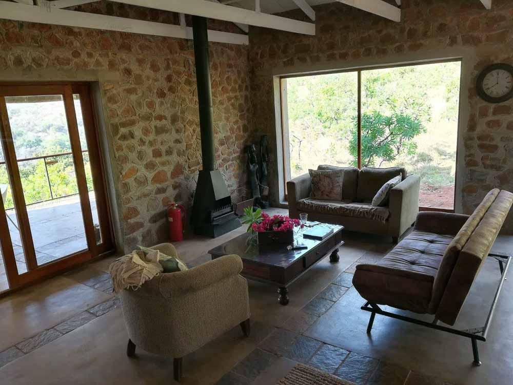 wolwekrans eco lodge - Schoemanskloof livingroom